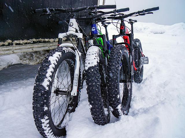 Fatback Skookum bikes in powder snow after trip