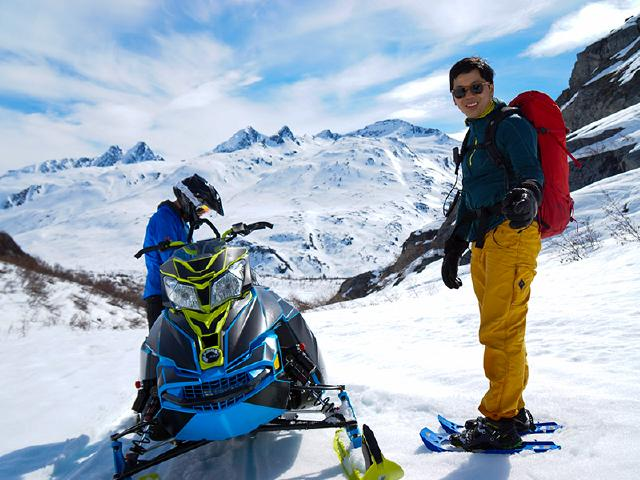 friends from Seattle on snowshoeing tour in Thompson pass